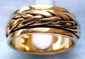 Spinning ring made of  broze with twisted rope shape pattern decor around